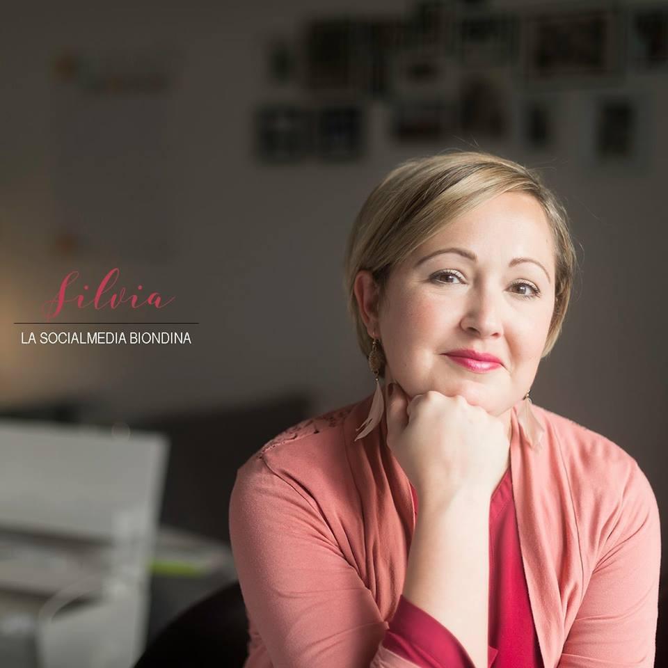 Intervista a Silvia, la social media biondina