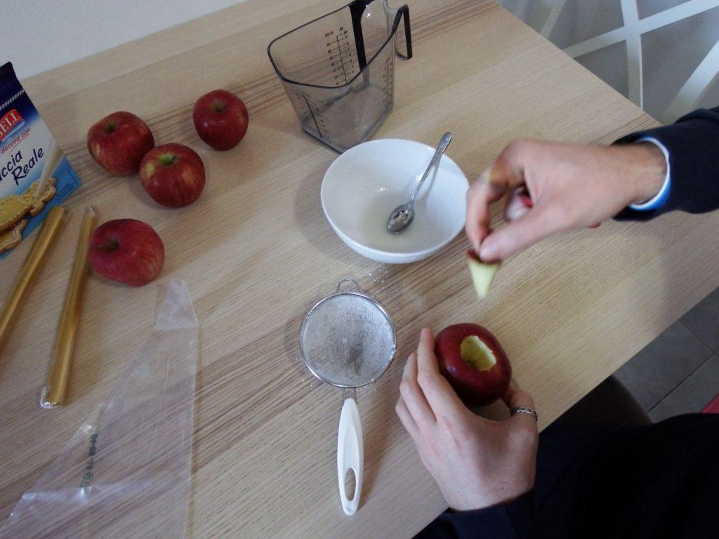 Laboratorio creativo di Natale per bambini. Come creare dei segnaposto con le mele. mele, candele, ghiaccia reale, easy, diy, kids, apple, mammashalmalab